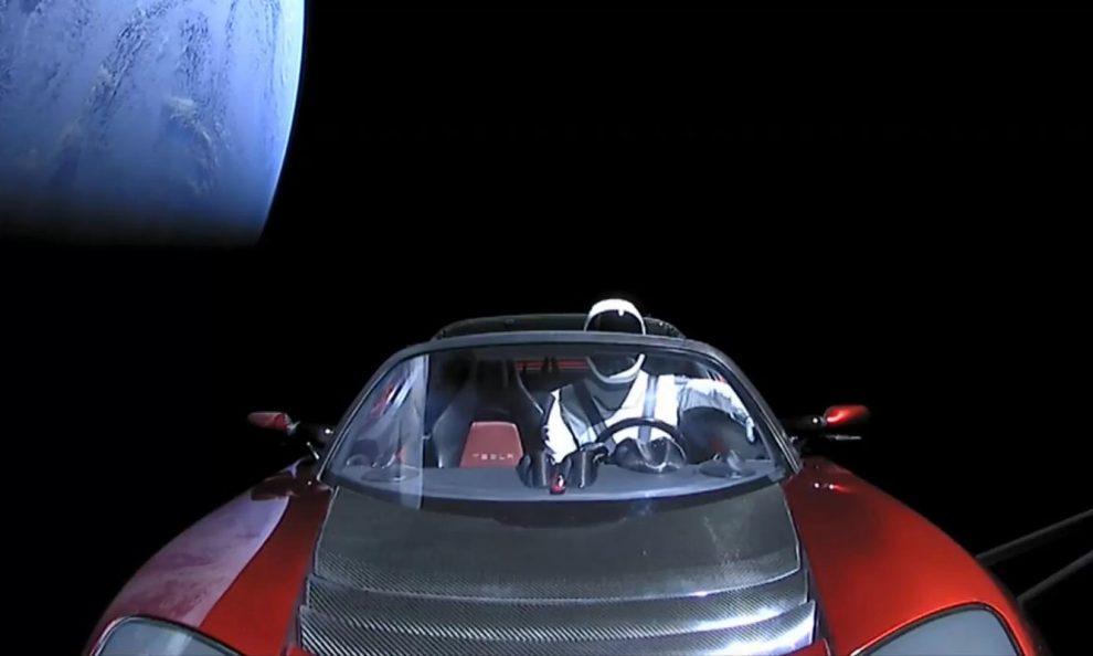 d869a7f5d1 SpaceX manda Tesla Roadster para fora da Terra - Automais