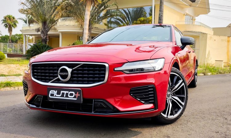Volvo S60 T8 R-Design [Auto+ / João Brigato]