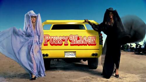 Chevrolet Silverado Pussy Wagon usada por Lady Gaga e Beyoncé no clipe de Telephone [divulgação]