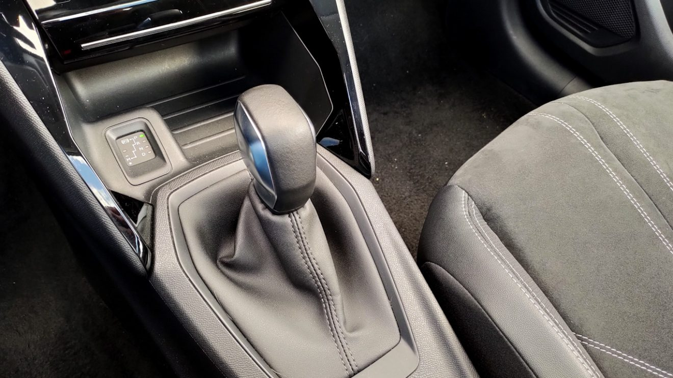 Peugeot 208[Auto + / João Brigato]