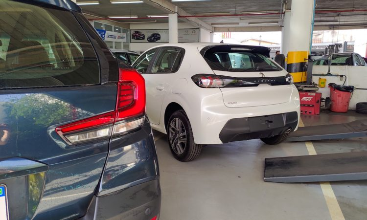 Peugeot 208 vs Honda WR-V [Auto+ / João Brigato]