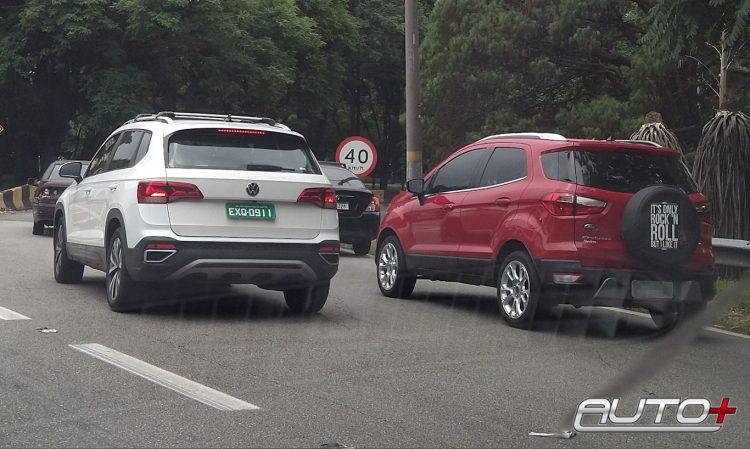 Flagra Volkswagen Taos revela porte ao lado de um Ford EcoSport [Murilo Soares / Auto+]