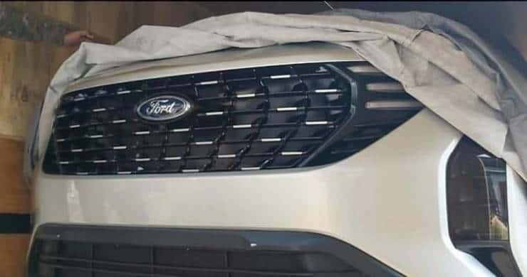 Flagra Ford SUV sete lugares [reprodução]