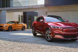 Ford Mustang e Mustang Mach E [divulgação]