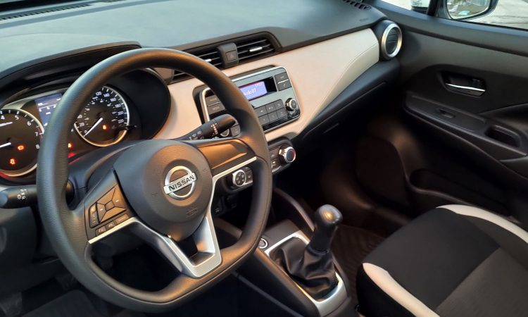 Nissan Versa Sense Manual [Auto+ / João Brigato]