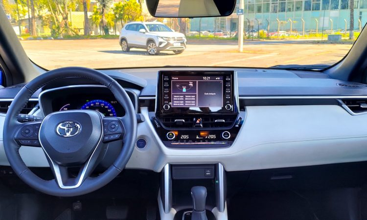 Toyota Corolla Cross XRX Hybrid vs Volkswagen Taos Highline [Auto+ / João Brigato]